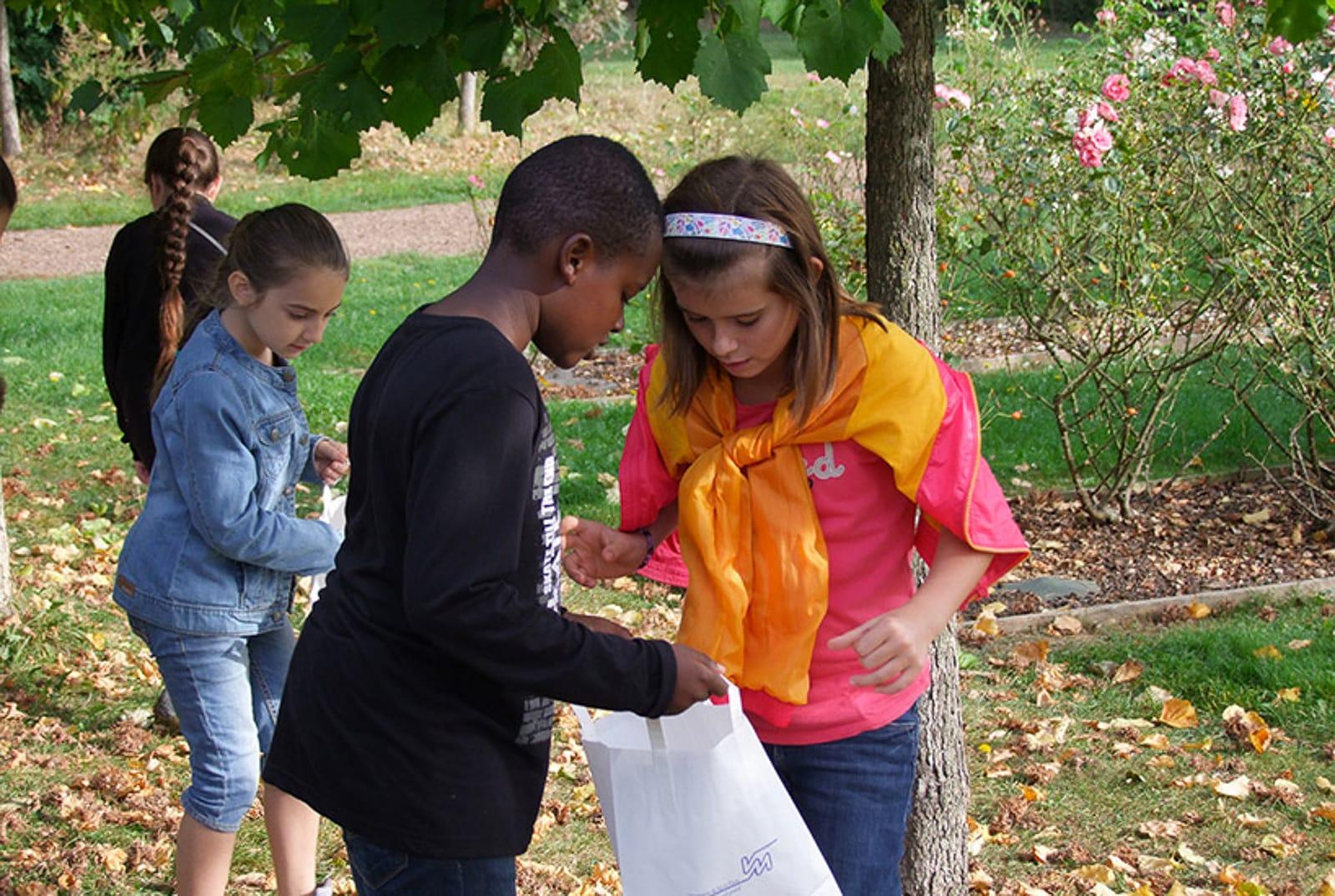 Ateliers Visite parc des lilas les enfants du patrimoine un jardn dans ma main CAUE 94®Hermeline carpentie