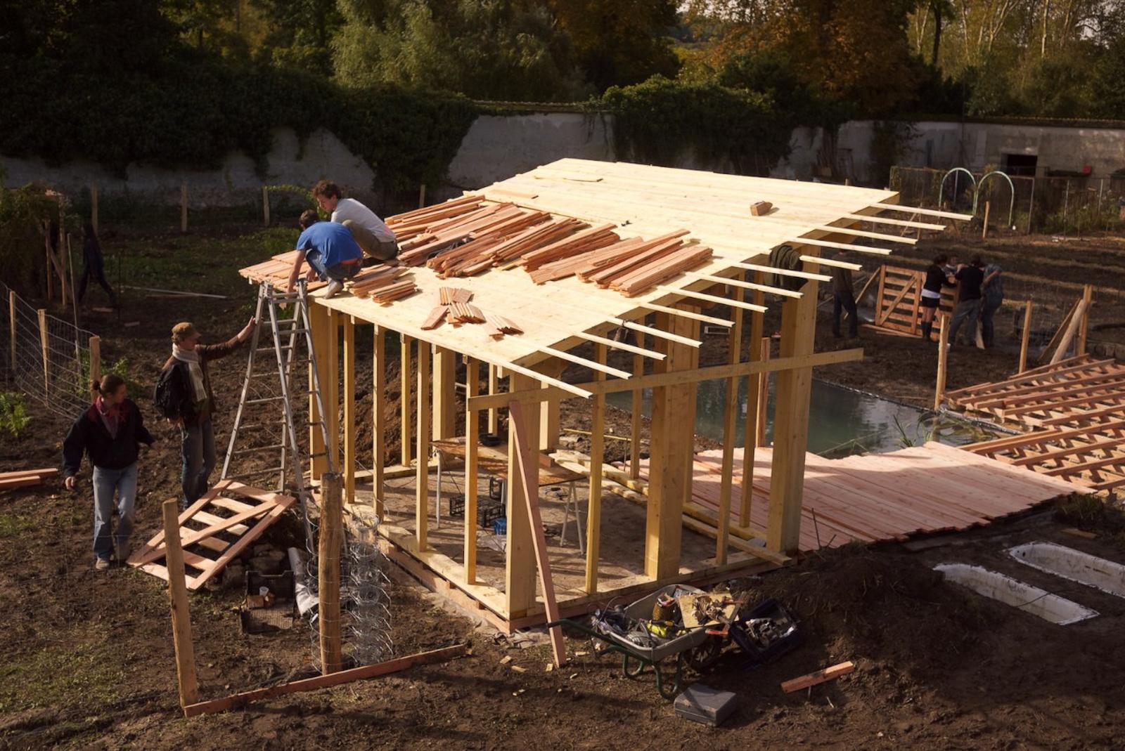 Construction chantier participatif Poulailler pédagogique Potager du roi Picorama